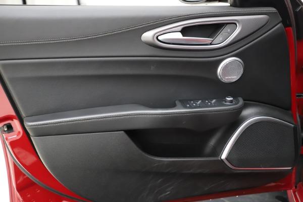 New 2018 Alfa Romeo Giulia Ti Sport Q4 for sale Sold at Bentley Greenwich in Greenwich CT 06830 17