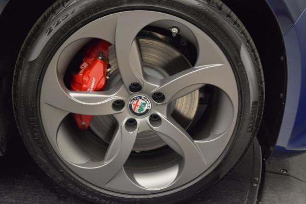 New 2018 Alfa Romeo Giulia Sport Q4 for sale Sold at Bentley Greenwich in Greenwich CT 06830 25