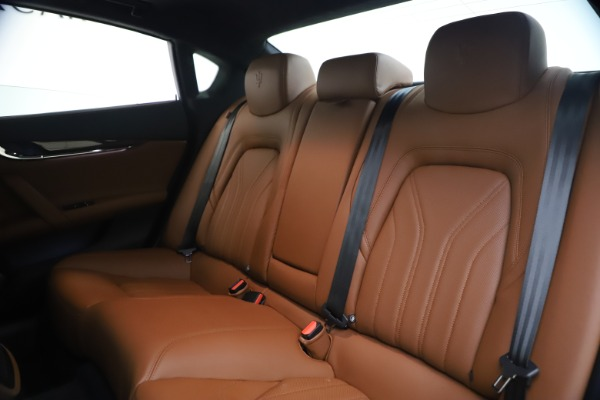 Used 2018 Maserati Quattroporte S Q4 GranLusso for sale $65,900 at Bentley Greenwich in Greenwich CT 06830 18