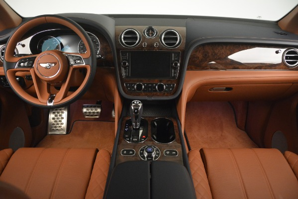 Used 2018 Bentley Bentayga Signature for sale Sold at Bentley Greenwich in Greenwich CT 06830 25