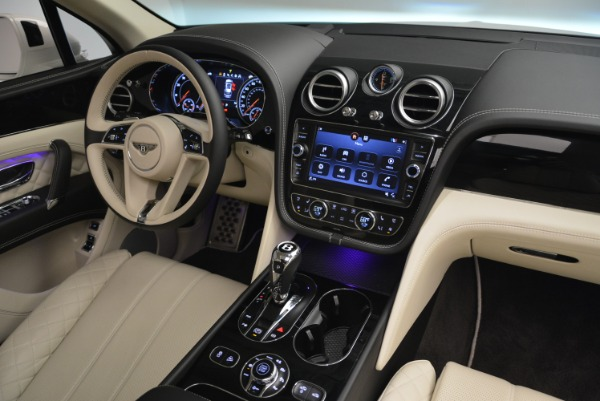 Used 2018 Bentley Bentayga Signature for sale Sold at Bentley Greenwich in Greenwich CT 06830 28