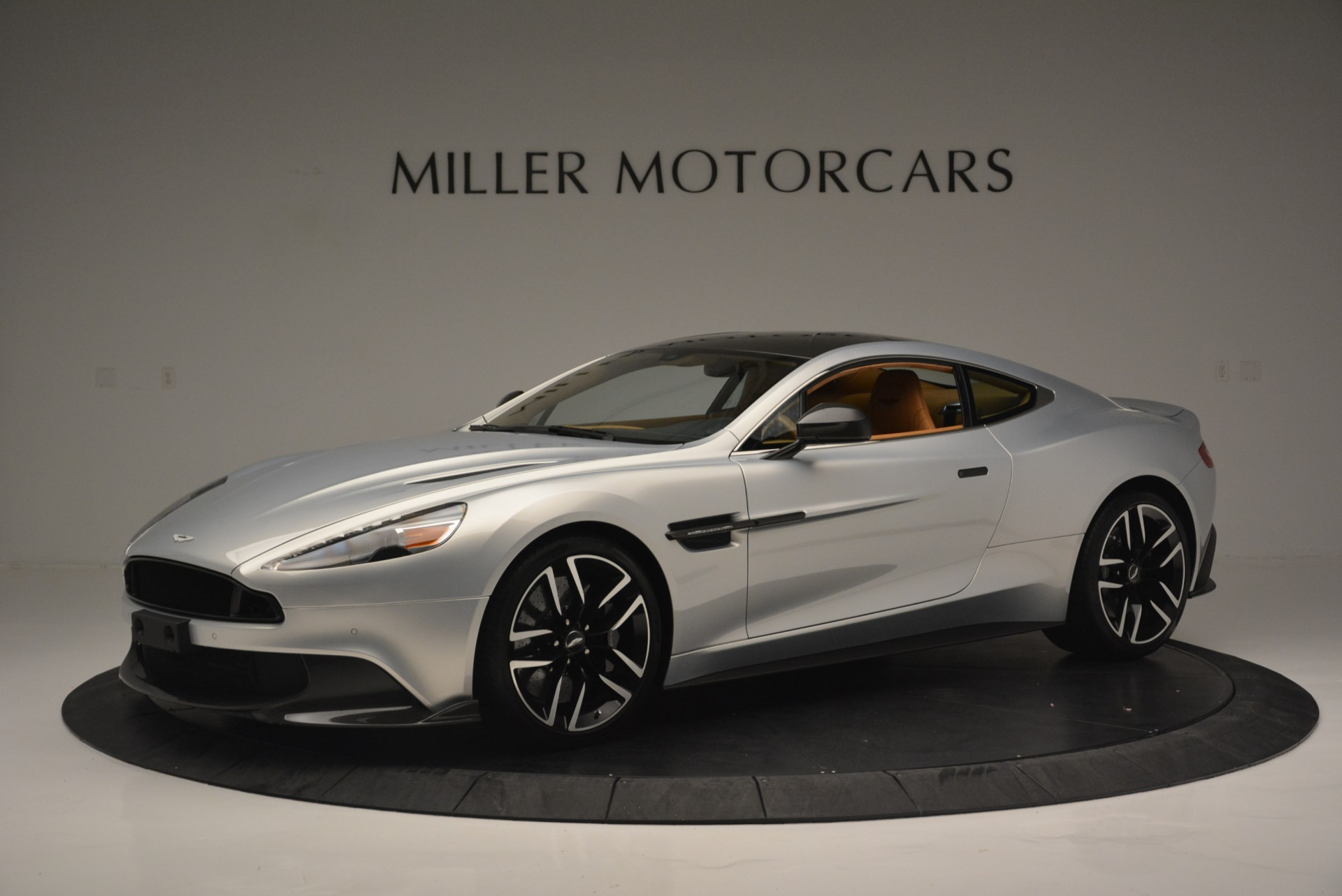 Used 2018 Aston Martin Vanquish S Coupe for sale $199,900 at Bentley Greenwich in Greenwich CT 06830 1