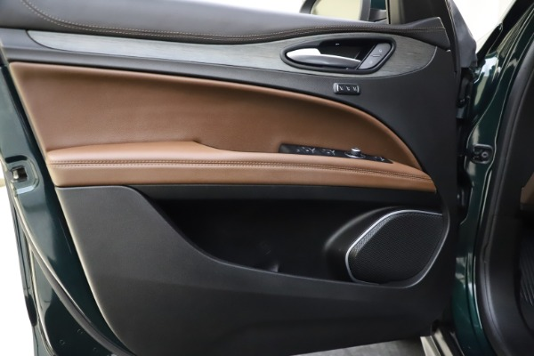 Used 2018 Alfa Romeo Stelvio Ti Q4 for sale $32,900 at Bentley Greenwich in Greenwich CT 06830 17