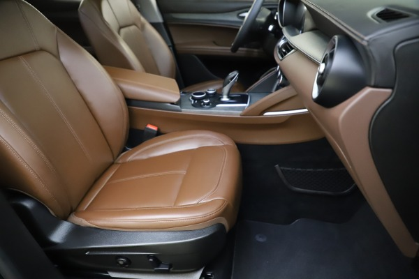 Used 2018 Alfa Romeo Stelvio Ti Q4 for sale $32,900 at Bentley Greenwich in Greenwich CT 06830 24
