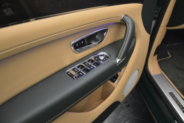 Used 2019 Bentley Bentayga V8 for sale $163,900 at Bentley Greenwich in Greenwich CT 06830 25