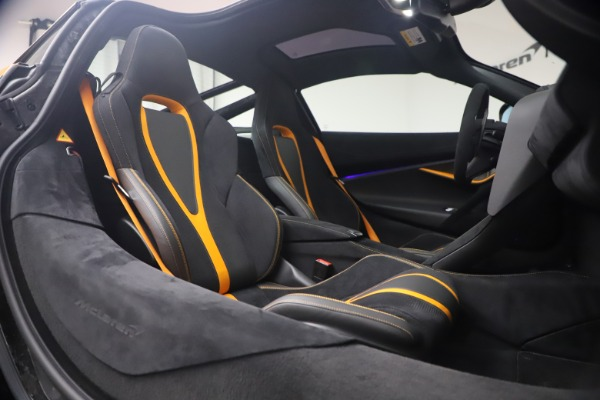 New 2019 McLaren 720S Coupe for sale Sold at Bentley Greenwich in Greenwich CT 06830 19