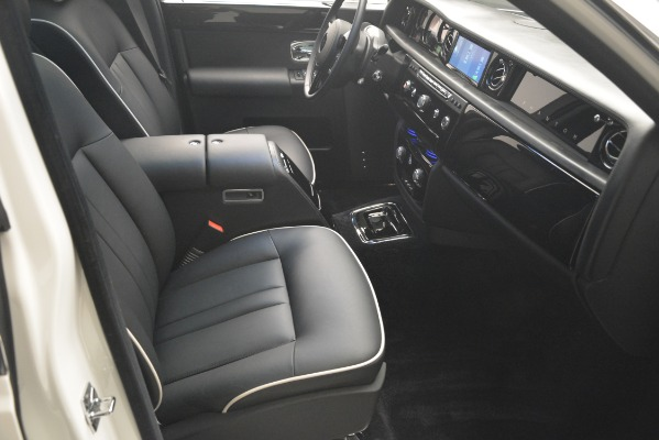 Used 2014 Rolls-Royce Phantom for sale Sold at Bentley Greenwich in Greenwich CT 06830 27