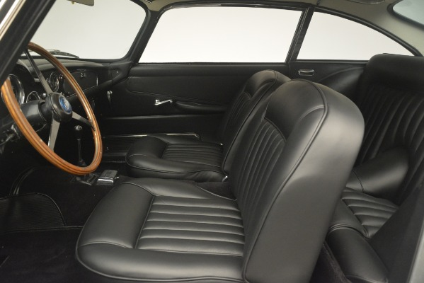 Used 1961 Aston Martin DB4 Series IV Coupe for sale $625,900 at Bentley Greenwich in Greenwich CT 06830 20
