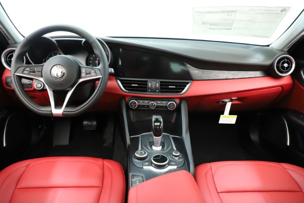 New 2019 Alfa Romeo Giulia Q4 for sale Sold at Bentley Greenwich in Greenwich CT 06830 17