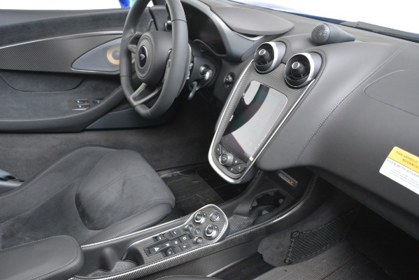 New 2020 McLaren 600LT SPIDER Convertible for sale $304,970 at Bentley Greenwich in Greenwich CT 06830 25