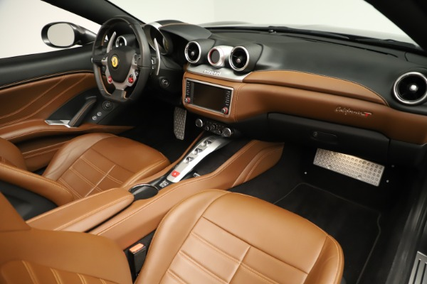 Used 2015 Ferrari California T for sale $139,900 at Bentley Greenwich in Greenwich CT 06830 25
