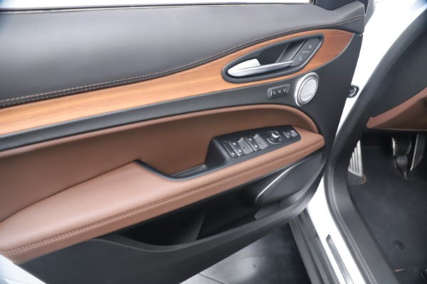 New 2019 Alfa Romeo Stelvio Ti Lusso Q4 for sale Sold at Bentley Greenwich in Greenwich CT 06830 17