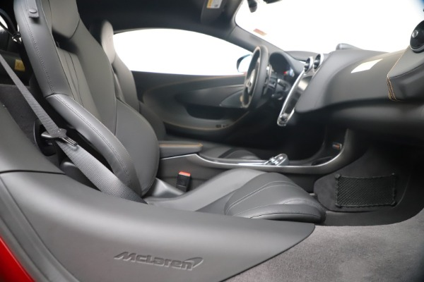 New 2019 McLaren 600LT for sale $285,236 at Bentley Greenwich in Greenwich CT 06830 27