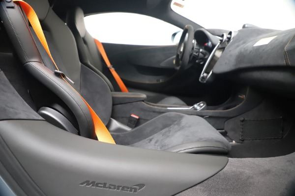 New 2019 McLaren 600LT Coupe for sale $311,619 at Bentley Greenwich in Greenwich CT 06830 23