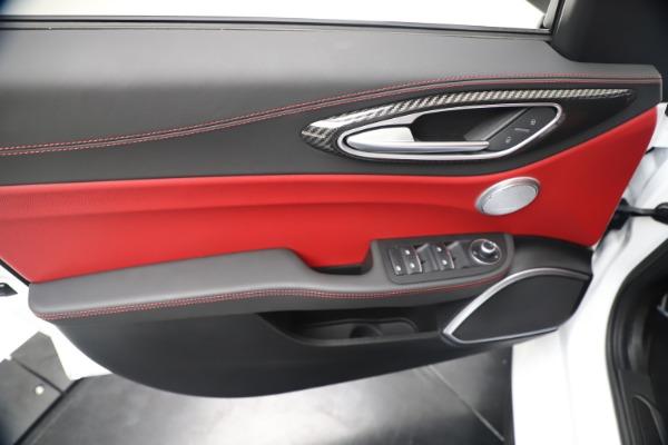 New 2019 Alfa Romeo Giulia Ti Sport Carbon Q4 for sale Sold at Bentley Greenwich in Greenwich CT 06830 17