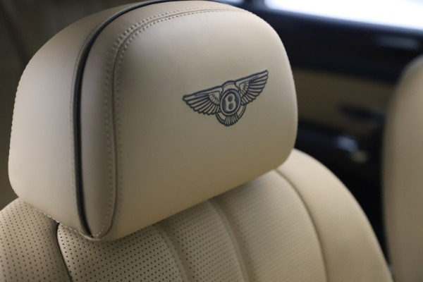 Used 2016 Bentley Flying Spur V8 for sale $116,900 at Bentley Greenwich in Greenwich CT 06830 27
