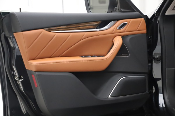 New 2019 Maserati Levante Q4 GranLusso for sale $89,550 at Bentley Greenwich in Greenwich CT 06830 15
