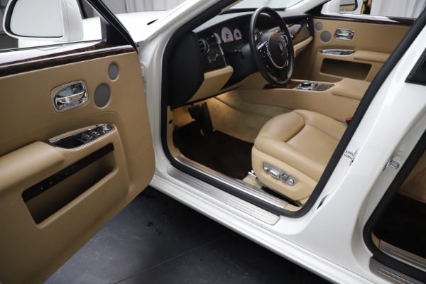 Used 2015 Rolls-Royce Ghost for sale $166,900 at Bentley Greenwich in Greenwich CT 06830 23