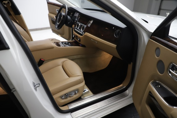 Used 2015 Rolls-Royce Ghost for sale $166,900 at Bentley Greenwich in Greenwich CT 06830 24
