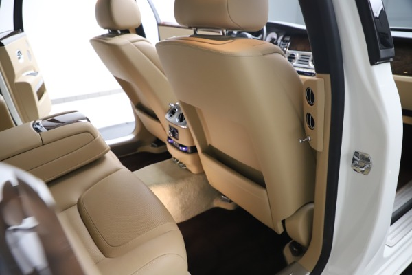 Used 2015 Rolls-Royce Ghost for sale $166,900 at Bentley Greenwich in Greenwich CT 06830 25
