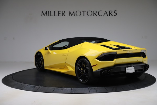 Used 2018 Lamborghini Huracan LP 580-2 Spyder for sale $203,900 at Bentley Greenwich in Greenwich CT 06830 14