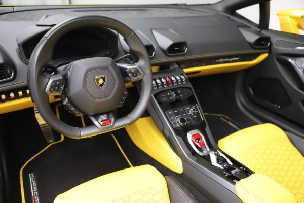 Used 2018 Lamborghini Huracan LP 580-2 Spyder for sale $203,900 at Bentley Greenwich in Greenwich CT 06830 17