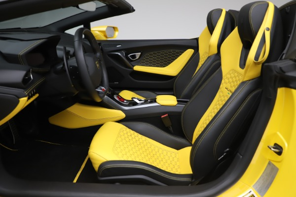 Used 2018 Lamborghini Huracan LP 580-2 Spyder for sale $203,900 at Bentley Greenwich in Greenwich CT 06830 18
