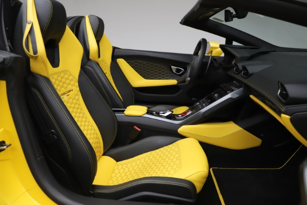Used 2018 Lamborghini Huracan LP 580-2 Spyder for sale $203,900 at Bentley Greenwich in Greenwich CT 06830 23