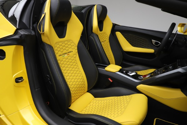 Used 2018 Lamborghini Huracan LP 580-2 Spyder for sale $203,900 at Bentley Greenwich in Greenwich CT 06830 24