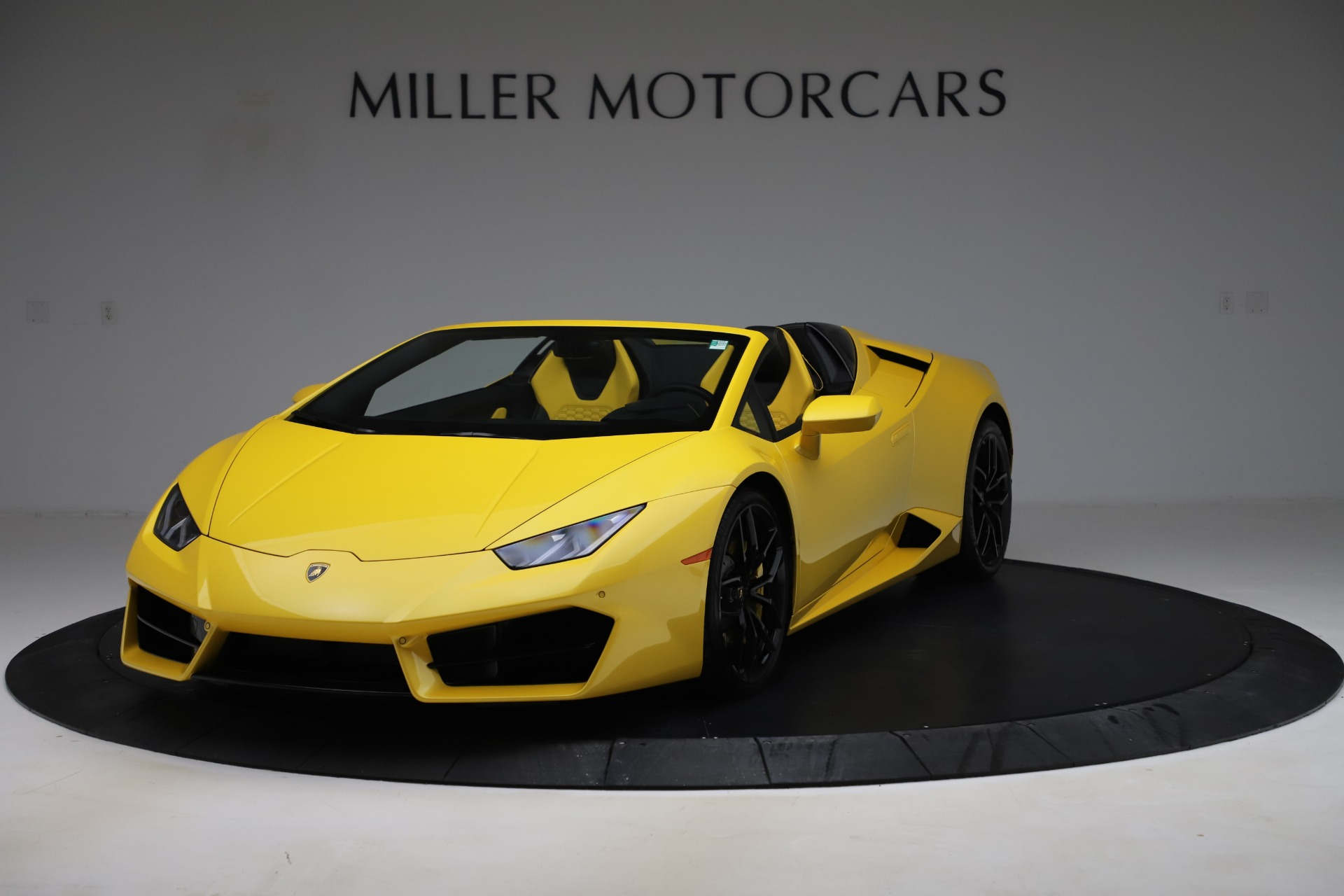 Used 2018 Lamborghini Huracan LP 580-2 Spyder for sale $203,900 at Bentley Greenwich in Greenwich CT 06830 1