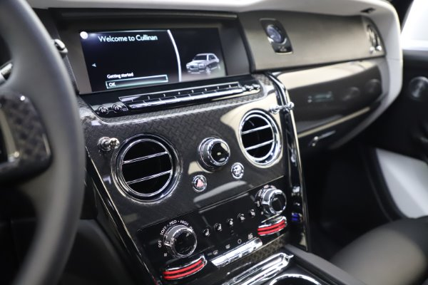 New 2020 Rolls-Royce Cullinan Black Badge for sale $451,625 at Bentley Greenwich in Greenwich CT 06830 18