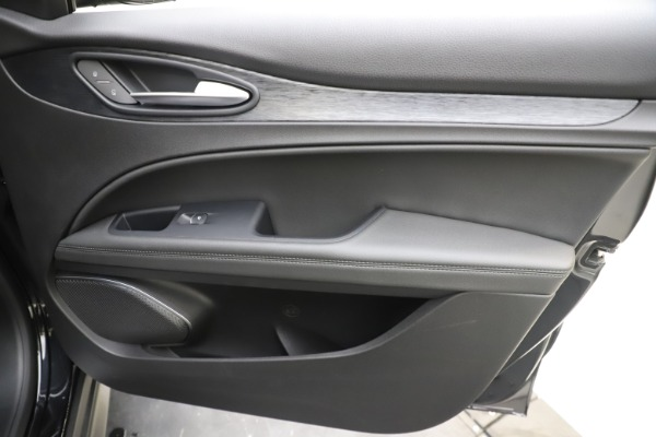 New 2020 Alfa Romeo Stelvio Q4 for sale $49,840 at Bentley Greenwich in Greenwich CT 06830 25