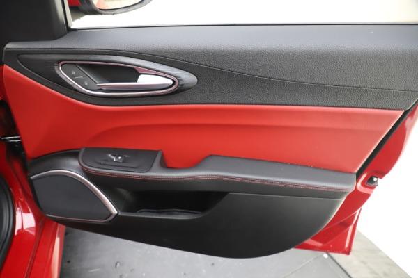 New 2020 Alfa Romeo Giulia Q4 for sale $45,740 at Bentley Greenwich in Greenwich CT 06830 25