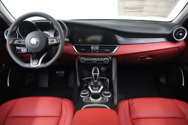 New 2020 Alfa Romeo Giulia Q4 for sale $45,740 at Bentley Greenwich in Greenwich CT 06830 16