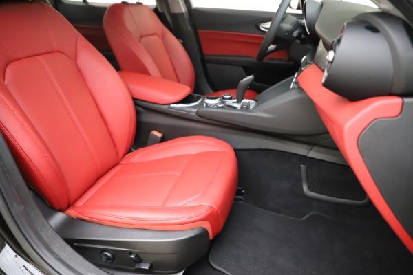 New 2020 Alfa Romeo Giulia Q4 for sale $45,740 at Bentley Greenwich in Greenwich CT 06830 24