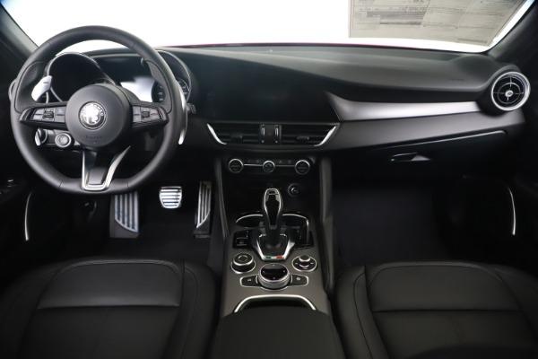 New 2020 Alfa Romeo Giulia Sport Q4 for sale $42,790 at Bentley Greenwich in Greenwich CT 06830 16