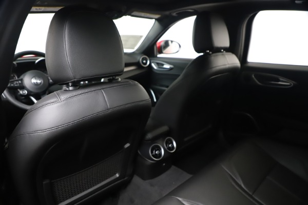 New 2020 Alfa Romeo Giulia Sport Q4 for sale $42,790 at Bentley Greenwich in Greenwich CT 06830 20