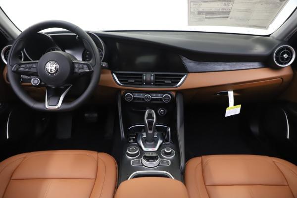 New 2020 Alfa Romeo Giulia Q4 for sale $45,590 at Bentley Greenwich in Greenwich CT 06830 17