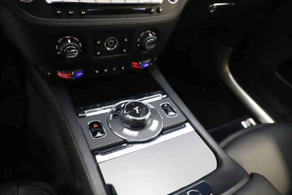 Used 2015 Rolls-Royce Wraith for sale $179,900 at Bentley Greenwich in Greenwich CT 06830 21