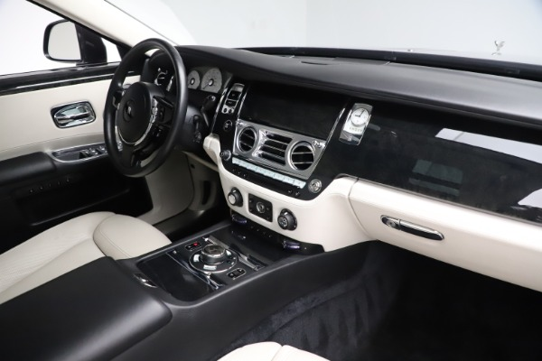 Used 2016 Rolls-Royce Ghost for sale $178,900 at Bentley Greenwich in Greenwich CT 06830 18