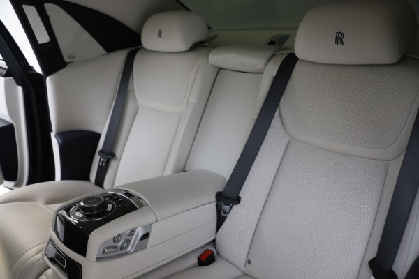 Used 2015 Rolls-Royce Ghost for sale $157,900 at Bentley Greenwich in Greenwich CT 06830 17