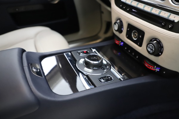 Used 2015 Rolls-Royce Ghost for sale $157,900 at Bentley Greenwich in Greenwich CT 06830 22