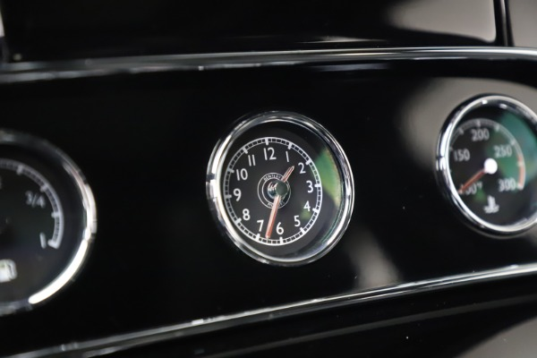 New 2016 Bentley Mulsanne Speed for sale $157,900 at Bentley Greenwich in Greenwich CT 06830 25