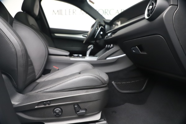 New 2019 Alfa Romeo Stelvio Ti Sport Q4 for sale $52,140 at Bentley Greenwich in Greenwich CT 06830 23
