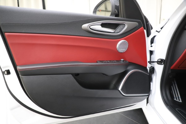 New 2020 Alfa Romeo Giulia Ti Sport Q4 for sale $51,995 at Bentley Greenwich in Greenwich CT 06830 18