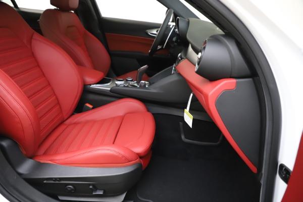 New 2020 Alfa Romeo Giulia Ti Sport Q4 for sale $51,995 at Bentley Greenwich in Greenwich CT 06830 25