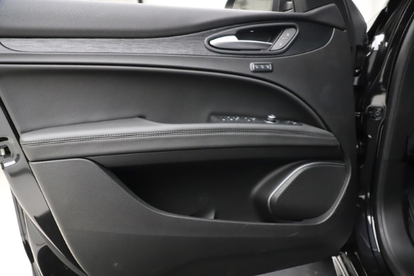 New 2020 Alfa Romeo Stelvio Sport Q4 for sale $50,795 at Bentley Greenwich in Greenwich CT 06830 17