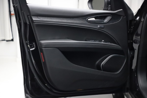 New 2020 Alfa Romeo Stelvio Q4 for sale $36,900 at Bentley Greenwich in Greenwich CT 06830 13
