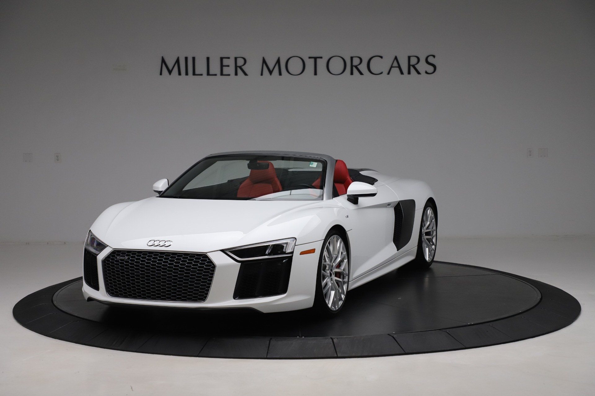 Used 2017 Audi R8 5.2 quattro V10 Spyder for sale $138,900 at Bentley Greenwich in Greenwich CT 06830 1