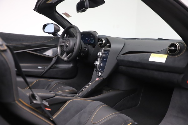 New 2020 McLaren 720S Spider Performance for sale $384,930 at Bentley Greenwich in Greenwich CT 06830 25